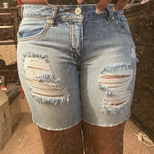 Women's Distressed Short